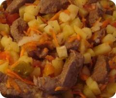 Азу с картофелем и солеными огурцами в мультиварке
