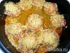 Фаршированные кабачки в томатном соусе в мультиварке Redmond 4502